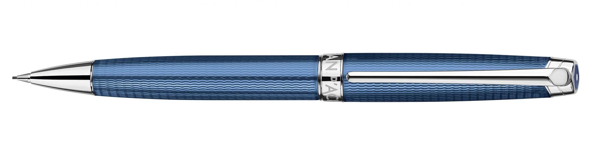 Blauer Stift von Caran d' Ache