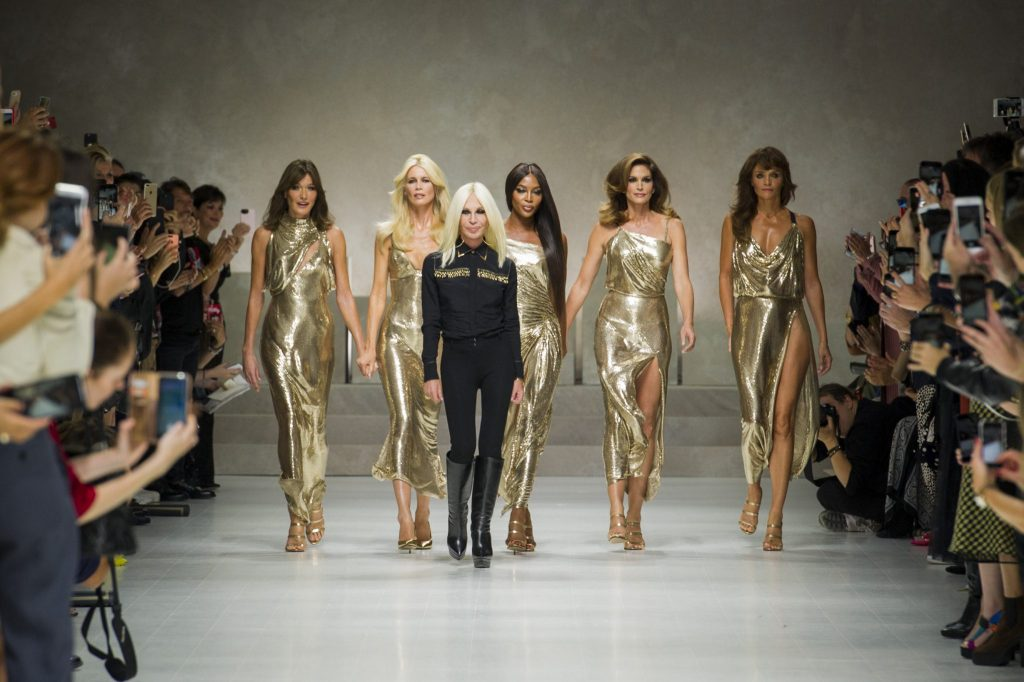 Finale Versace Schau Sommer 2018 mit den Supermodel Claudia Schiffer, NaomiCampbell, Helena Christensen, Cindy Crawford, Carla Bruni. und Donatella Versace.