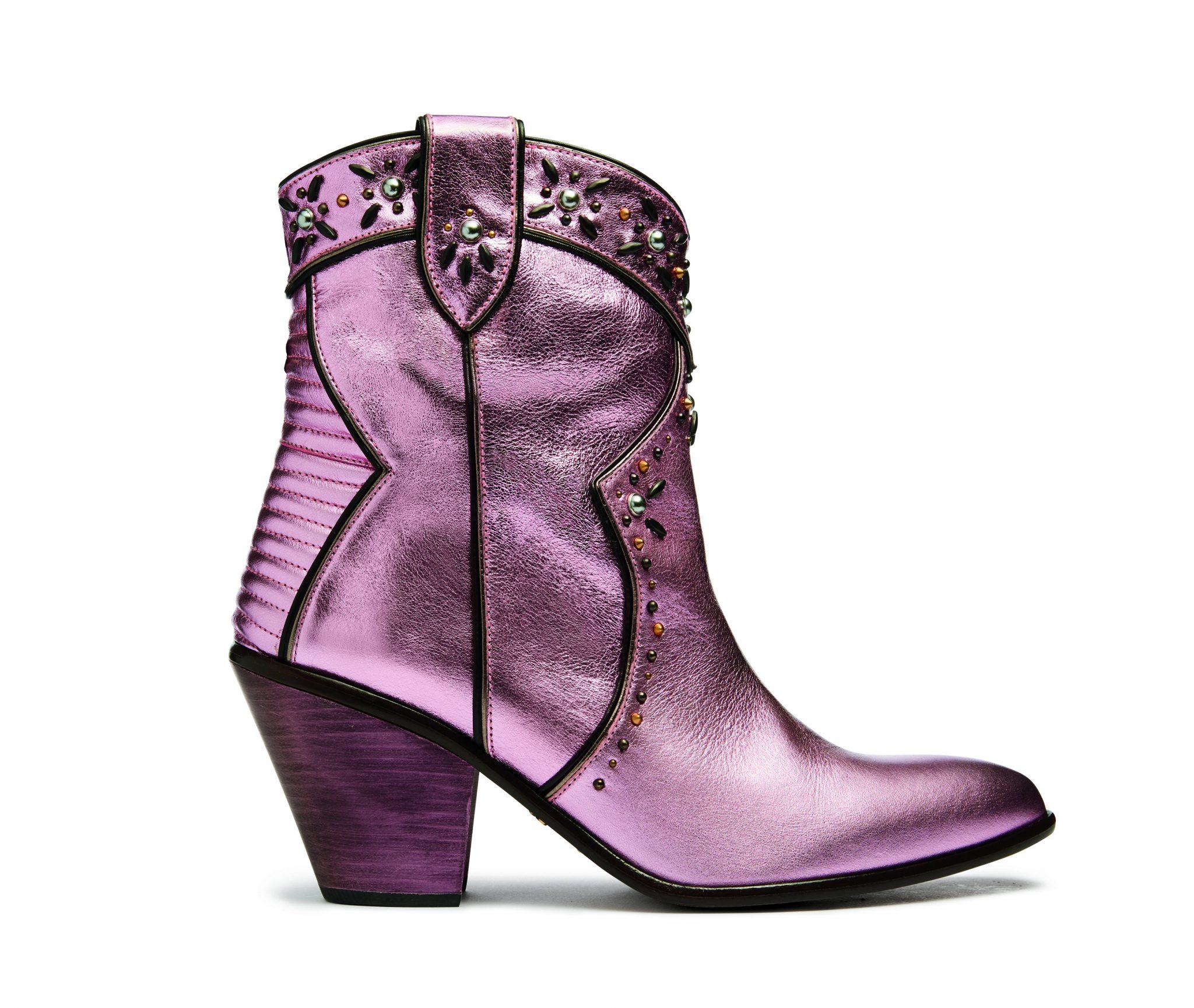Violetter metallic glänzender Cowboystiefel mit Verziehrungen für Damen.